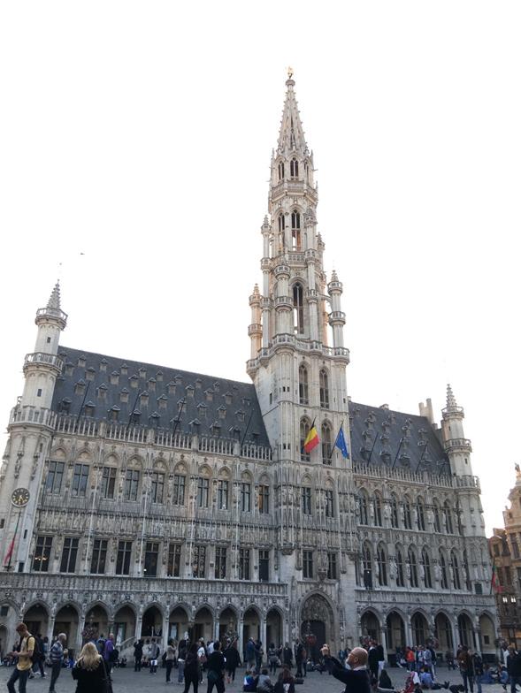 campanario del ayuntamiento de Bruselas en la gran plaza