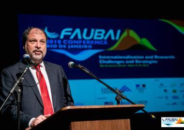 Prof. José Celso Freire Junior, Asesor Jefe de Relaciones Externas de la UNESP y presidente de la FAUBAI, en la sesión de apertura del evento.